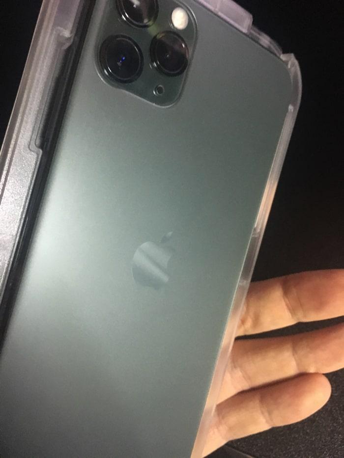 spigen iPhone11ProMAX ガラスフィルム iPhoneと合体