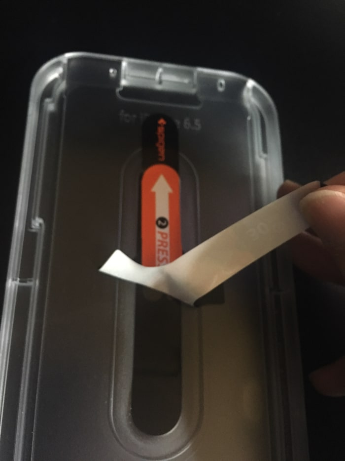 spigen iPhone11ProMAX ガラスフィルム フィルムの定着
